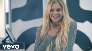 Watch Kelsea Ballerini Square Pegs video