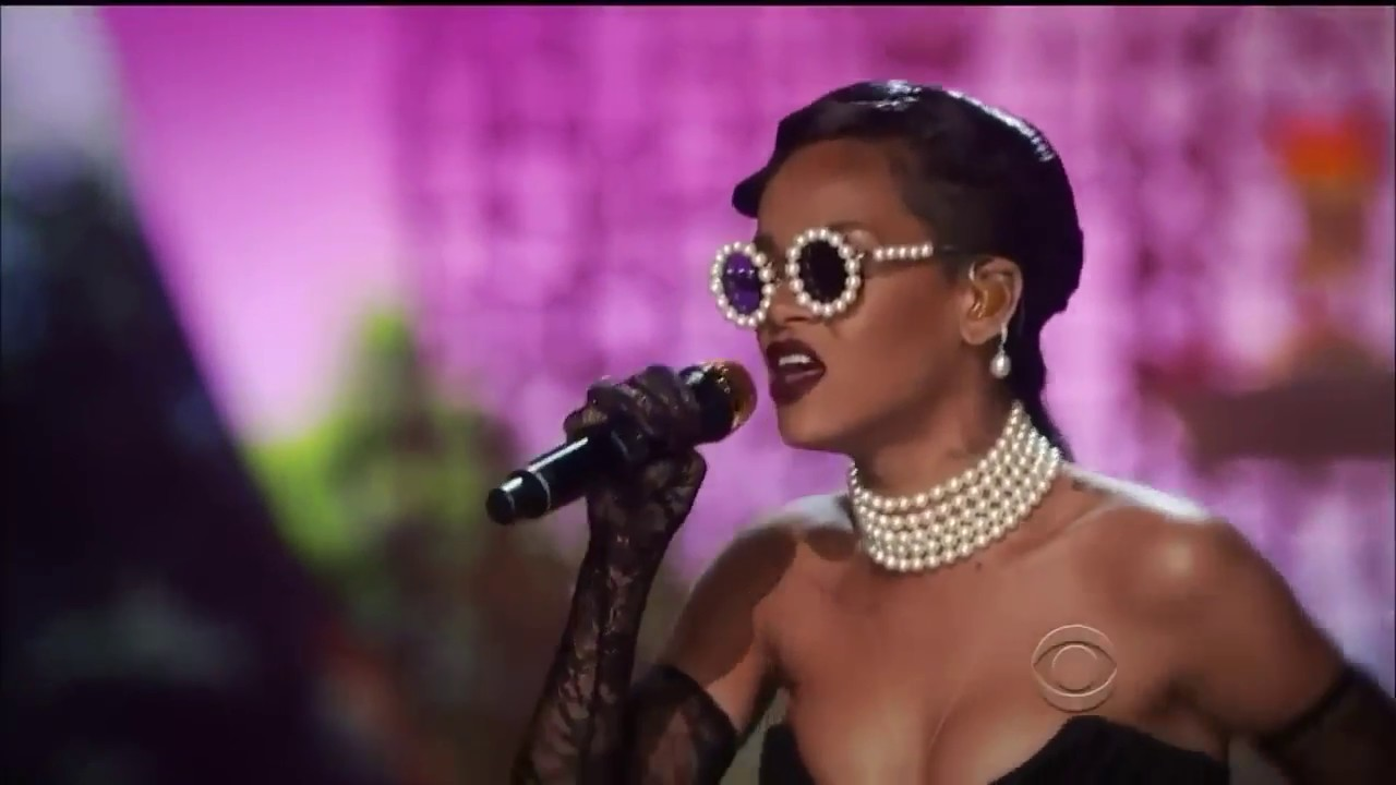 Rihanna - Diamonds (Li... Rihanna Diamonds