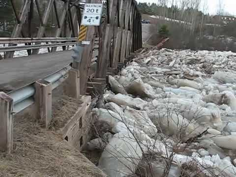 Ice jam breaks Ste-Marie-de--Kent bridge
