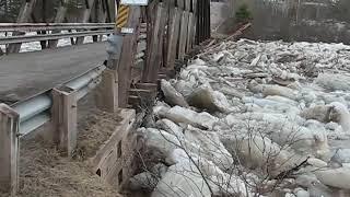 Ice jam breaks Ste-Marie-de--Kent bridge