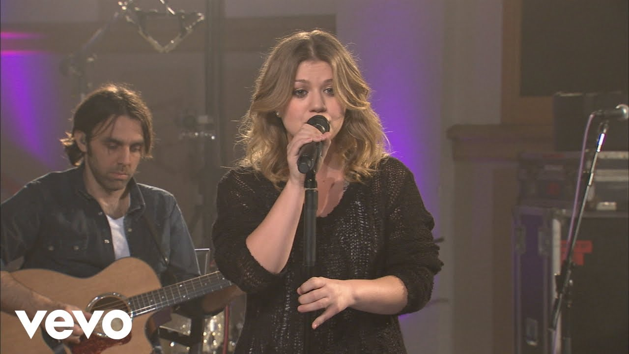Download Kelly Clarkson - Because Of You (Walmart Soundcheck 2009)