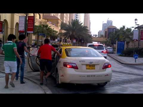 Dubai taxi driver vs his teenage passengers
