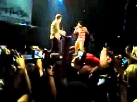 Justin Bieber And LIl Twist PERFORM 'WIND IT' LIVE! AT THE HOUSE OF BLUES !