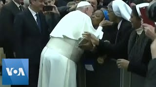 Pope Kisses Nun After Hand-Slapping Incident