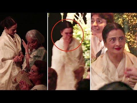 Emotional Rekha & Waheeda Rehman CRYING At Shashi Kapoor's Prayer Meet