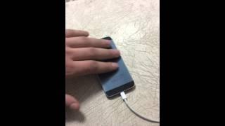 iPhone 5 вибрирует когда гладишь при зарядке. Это у всех???(Именно при зарядке iPhone 5 незначительно вибрирует когда гладишь, будто электрический импульс. У всех так???, 2014-11-25T19:34:26.000Z)