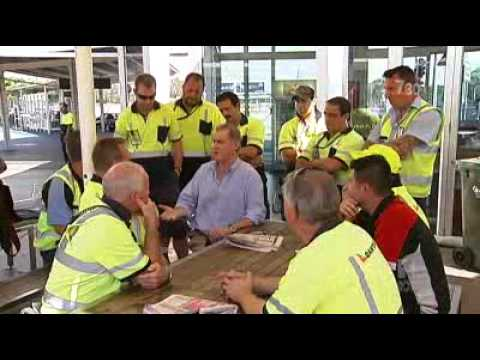 Qantas staff threaten to strike