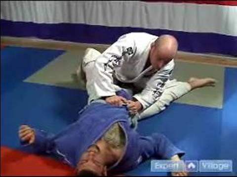 Advanced Brazilian Jiu-Jitsu Moves : Advanced Brazilian Jiu-Jitsu Low Guard Pass