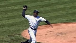 El Duque throws his entire glove to first