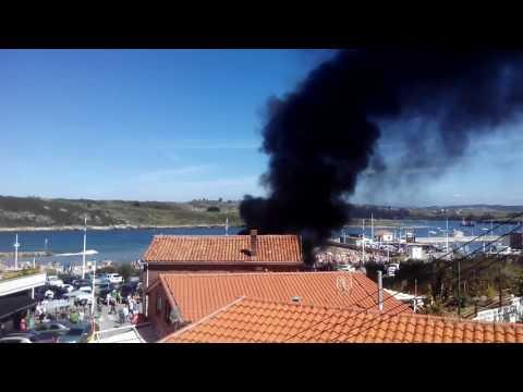 Imágenes del aparatoso incendio de este domingo en Suances
