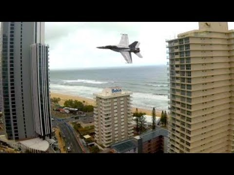 2018 Gold Coast 600 - F/A-18F SUPER HORNET Fly Over (SOUND WARNING!!!!)