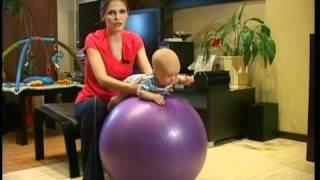 Фитбол - часть 1(Фитбол для грудничка, гимнастика для новорожденного., 2010-08-21T17:50:01.000Z)