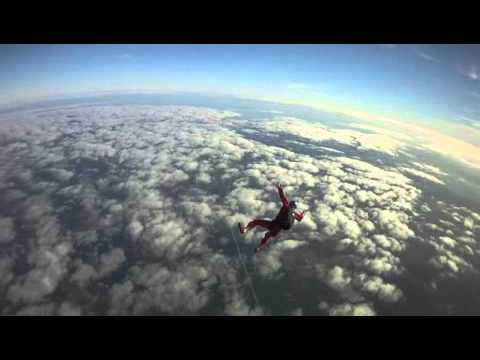 Instructor chases Student Skydiver to 2000 ft and pulls
