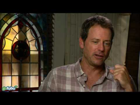 Greg Kinnear Interview - The Last Song