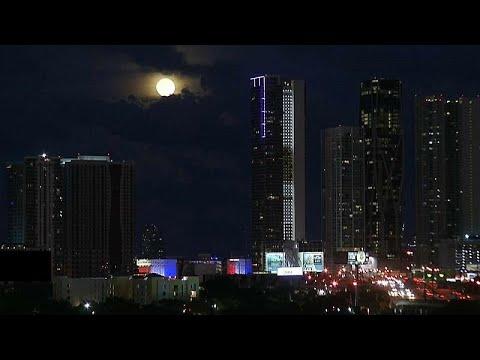 شاهد: القمر الأزرق يضيء الأرض  - نشر قبل 5 ساعة