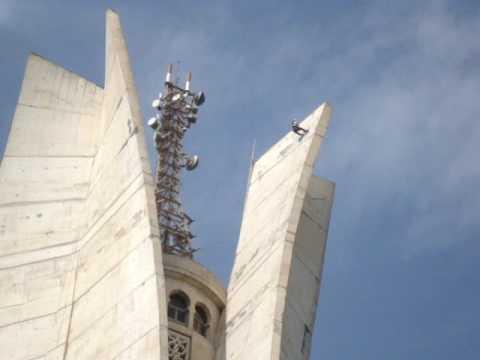 restauration du makam echahid:acrobates ou equilibristes?