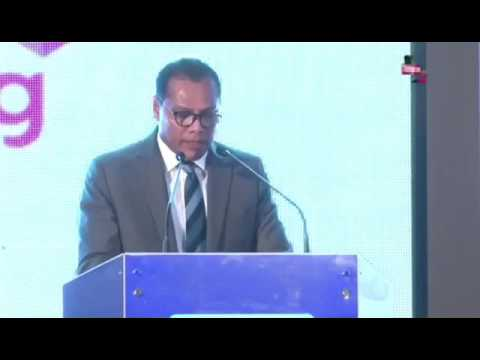 Minister of Sports Dayasiri Jayasekera mispronounced the Latin in the Royal College motto