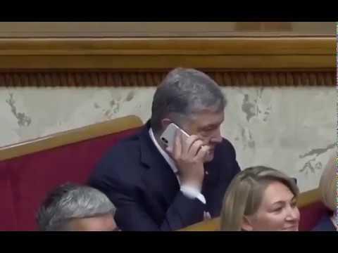 Зеленский выгоняет Порошенко с заседания Верховной рады за разговор по телефону
