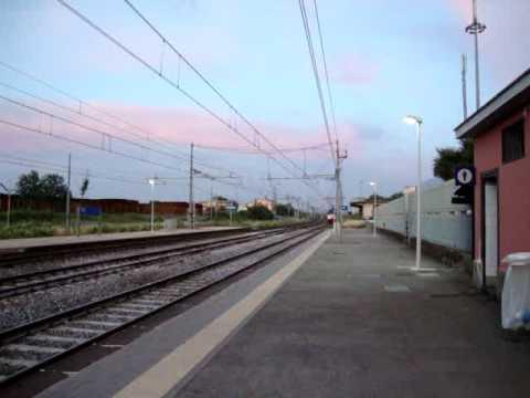 Treno Intercity Da Napoli Verso Roma Che Transita A