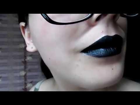 KYLIE JENNER (DIY) Black Metal Matte Lipstick   Helga Daumer