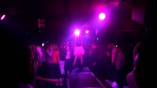 Emil Lassaria & Caitlyn - Dejame (live dumars club)