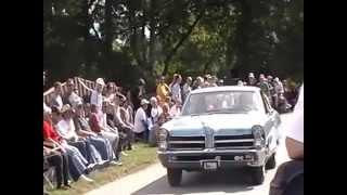 Pontiac 2+2 Hagley parade