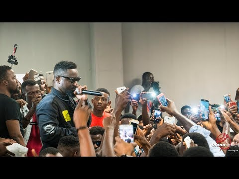 Sarkodie breaks his own record at 'Highest' album signing | GhanaMusic.com Video