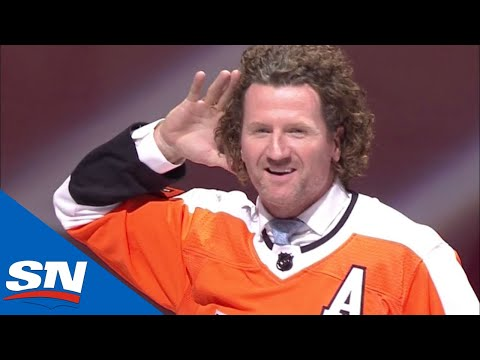 Scott Hartnell Thoroughly Enjoys His Philadelphia Flyers' Ceremonial Puck Drop