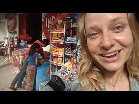 Local food market tour 🍓 (Guatemala)