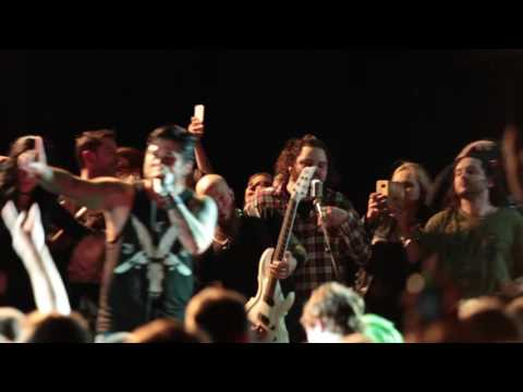"""Drowning Pool """"Let The Bodies Hit The Floor"""" stage invasion - Live HD 