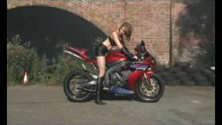 Burning out a Yamaha R1 just for Kicks.flv