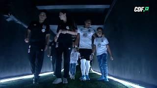 ¡Los jugadores de Colo Colo salen a la cancha del Monumental para la presentación!