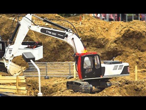 CONSTRUCTION SITE RC EXCAVATOR, WHEEL LOADER, TRUCK AT WORK  / Fair Leipzig Germany 2016