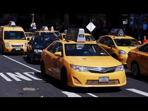 """NYC Taxi Drivers Stage Airport Strike to Protest Trump's """"Inhumane & Cruel"""" Executive Order"""