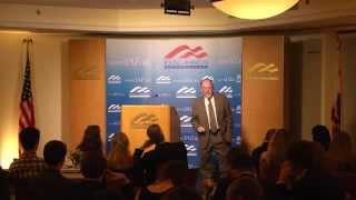 David Horowitz discursa sobre doutrinação para estudantes do ensino médio