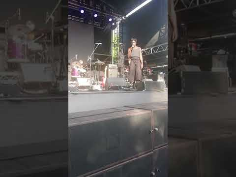 Moses Sumney - Rank and File (Unreleased song) Brisbane Laneway 18