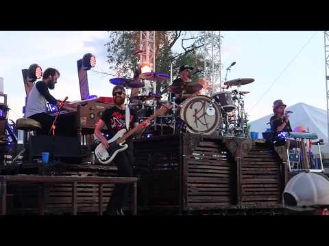 Randy Houser Performing How Country Feels At Countryfest