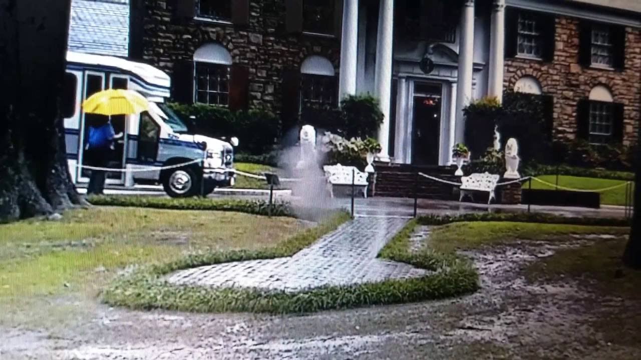 Apparition ( A ghostly spirit ) at Graceland today Aug ...