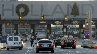 HOLLAND TUNNEL/NYC/WEAPONS BUST/3 ARRESTED ^o^^.^ᵔᴥᵔ^^