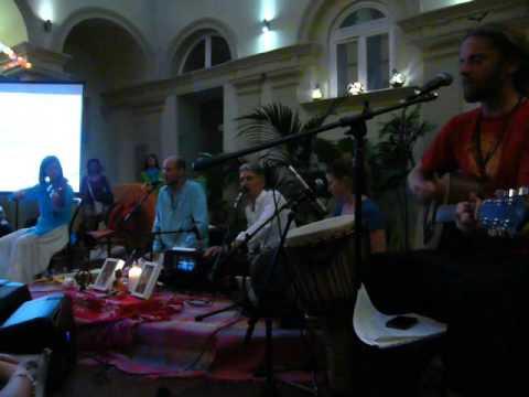 2016.04.02 Kirtan Band Koncert - Magnet Ház 8.- Om Bhagavan Sri Bhagavan