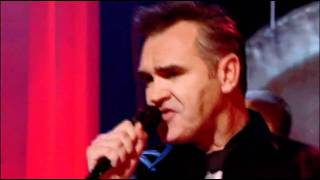 Morrissey 2008 Something Is Squeezing My Skull live on Jools Holland
