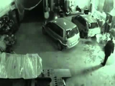 В казанском автосервисе сняли призрака( In Kazan Service Station Filmed Ghost)