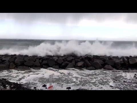 huge-waves-hit-washington-coastline-see-them-ehre