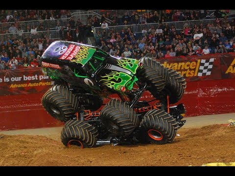 HE USED MAX D AS A PROP!! Grave Digger St  Louis 2013 Freestyle Commentary!