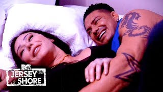 Pauly D Makes A Move on JWoww | Jersey Shore Family Vacation