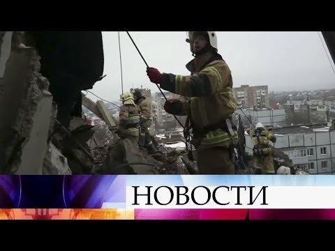 На месте обрушения жилого дома в Шахтах не прекращается поисково-спасательная операция.