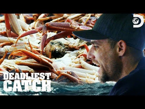 Jake Hits The Crab Biomass | Deadliest Catch