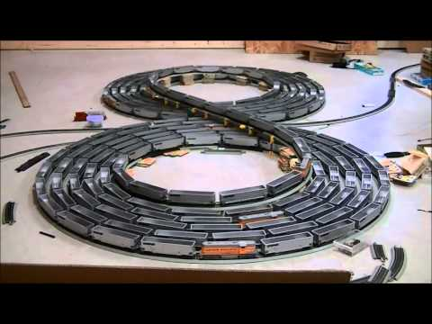 The Double bi-directional figure 8 spiral with Ho scale using KNEX and Bachmann EZ track