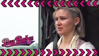 Alpen-Prinzessin Julia steckt fest: Schafft sie es mit ihren 430 PS raus? | Bus Babes | kabel eins