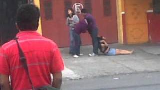 Repeat youtube video Pelea por un macho infiel en Guatemala